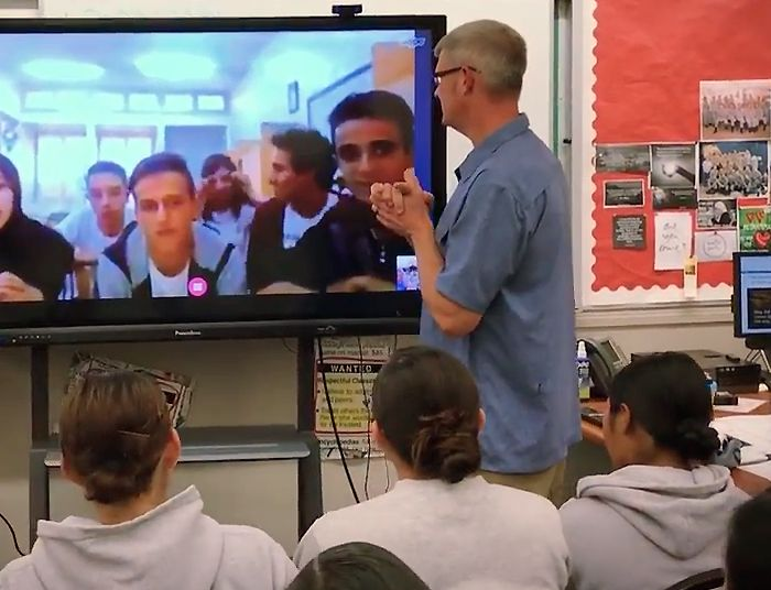Students in Cali on a video conference with other students