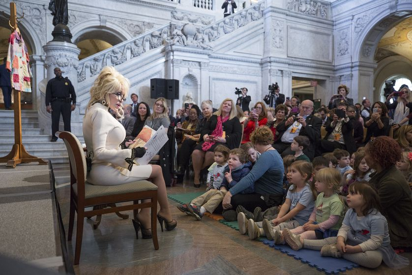 dolly parton reads book in library of congress